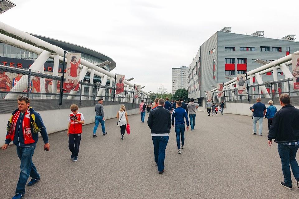 エミレーツ・スタジアム(Emirates Stadium)|The Ken Friar Bridge