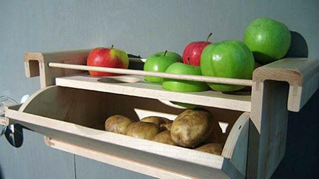 Se você guardar as batatas junto com as maçãs, não sairão raízes. As maçãs contêm etileno, que impede o crescimento das raízes.