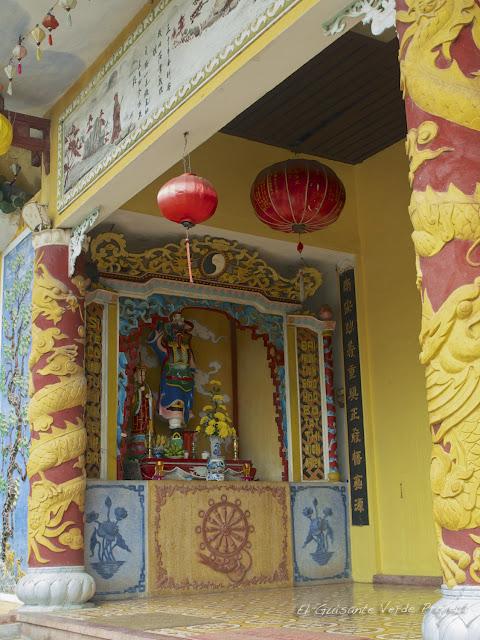 Decoración amarilla, pagoda de Hoi An, por El Guisante Verde Project