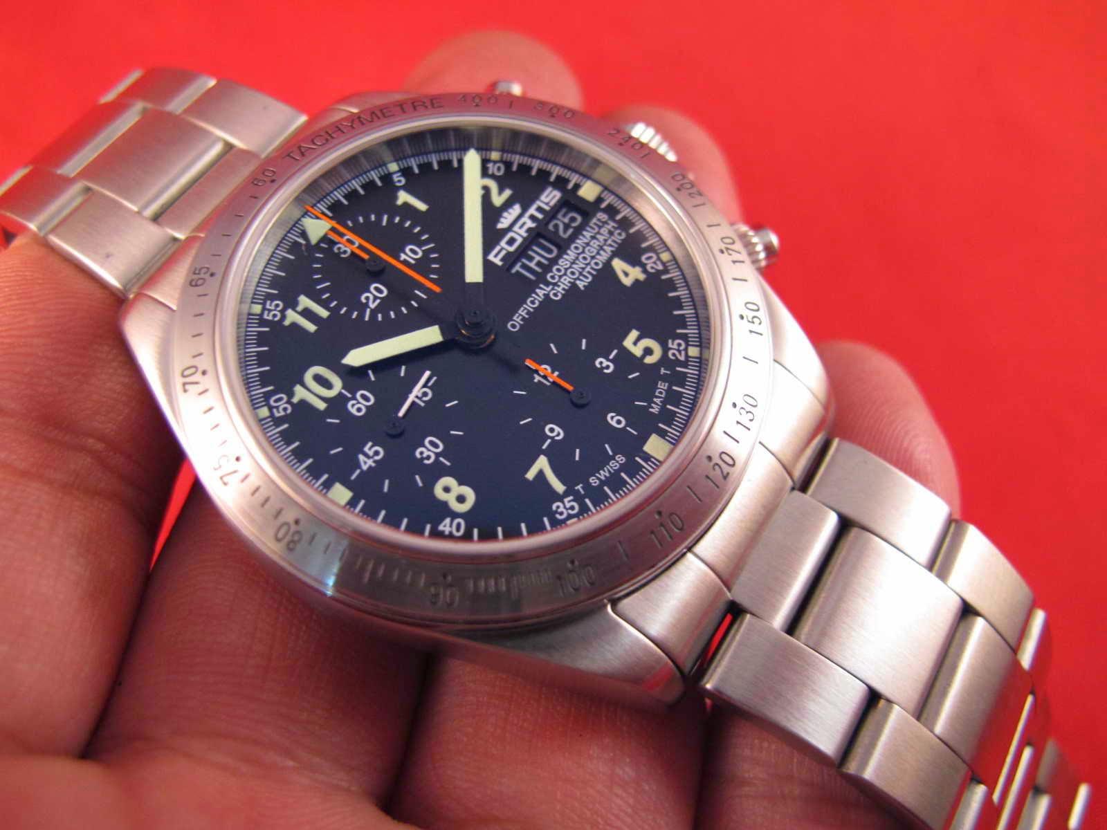 f06f29d7f00 (New Old Stock).... lengkap dengan box dan papersnya.... Cocok untuk Anda  yang memang sedang mencari jam tangan Chronograph NOS.. Swiss made...  FORTIS.