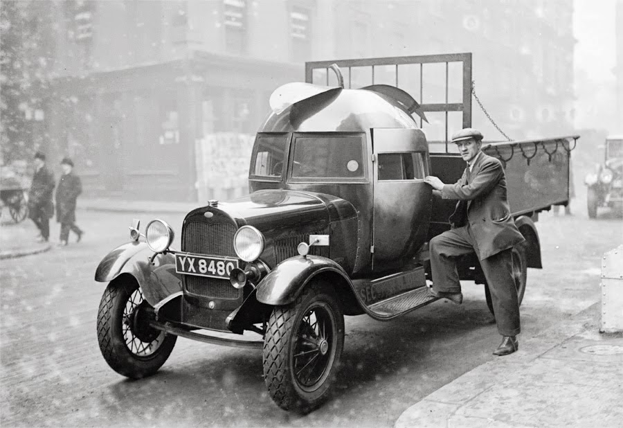 Apple Delivery Truck, 1928 | BlueisKewl
