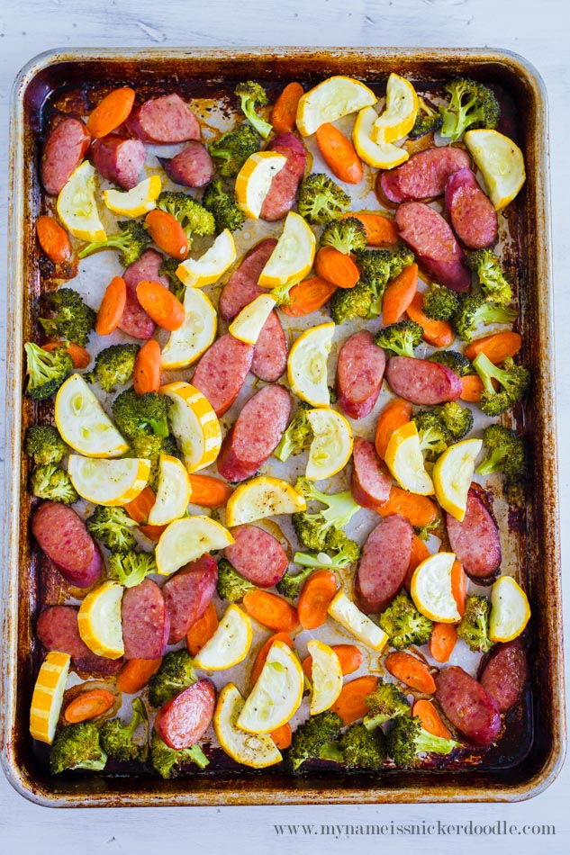 This dinner of Roasted Vegetables and Sausage comes together in under 30 minutes from start to finish! My Name is Snickerdoodle via thirtyhandmadedays.com