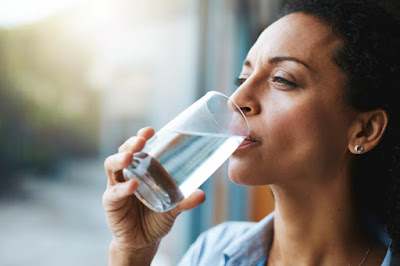 Drinking more water for menstrual cramps