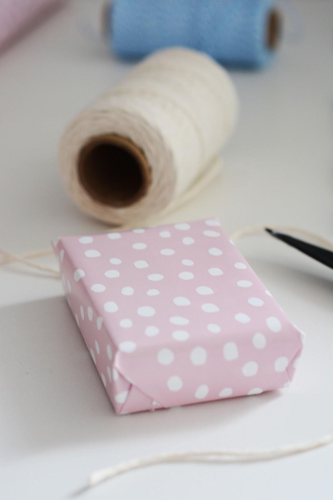 pastelowy papier do pakowania prezentów Vinter Ikea