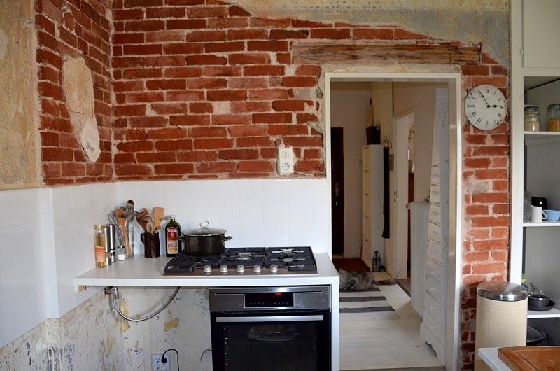 backe backe backsteinwand und gew rzregal casalucina. Black Bedroom Furniture Sets. Home Design Ideas