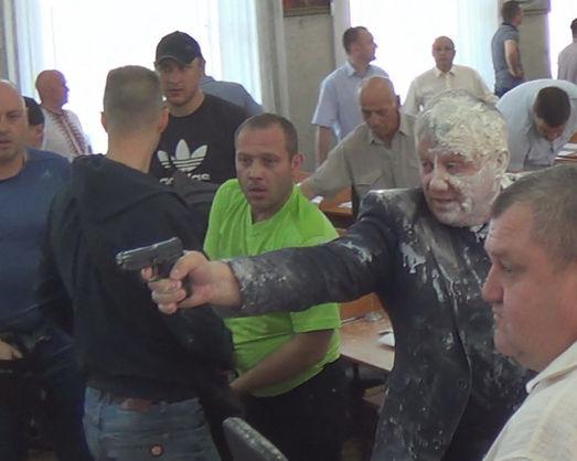 У Нікополі на сесії міськради сталася стрілянина
