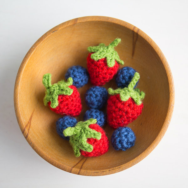 Crochet strawberry pattern