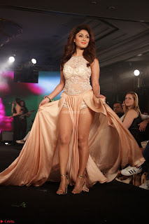 Manjari Phadnis Walks the Ramp At Designer Nidhi Munim Summer Collection Fashion Week (5).JPG