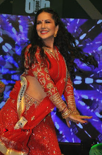 Bollywood Actress Model Sunny Leone Dance Performance in Red Half Saree at Rogue Audio Launch 13 March 2017  0113.jpg