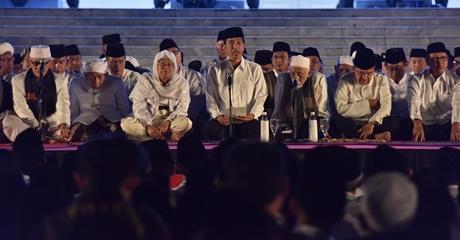 Presiden Jokowi Doakan Pejuang dan Pendiri Bangsa Pada Zikir Akbar Memperingati HUT RI ke-72