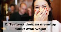 Tertawa dengan menutup mulut atau wajah