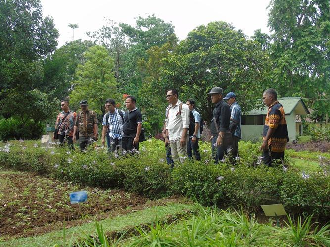 ... kawasan hutan juga mendapat kesempatan dalam mengelola lahan yang ada  demi tercapainya keadilan dan kesejahteraan masyarakat dalam meningkatkan  taraf ... fe1325bb6e