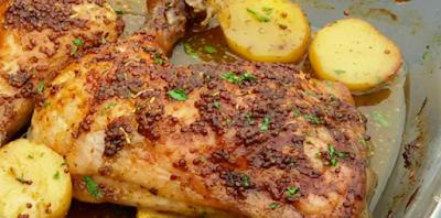 Una receta deliciosa y muy fácil de preparar, el pollo queda muy tierno y jugoso y con un acompañamiento de patatas guisadas en el propio jugo, te quedará un plato muy completo.