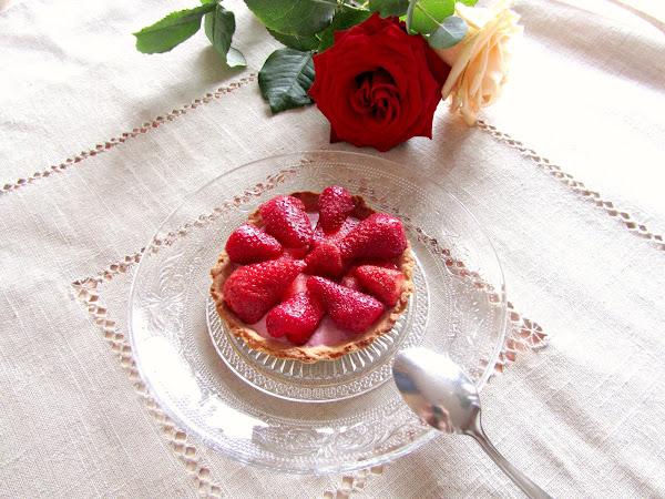 Tartelette aux fraises et crème de fruits rouges