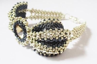 bransoletka peyote z kryształkiem  rivoli ręcznie robiona handmade gothic buterfly