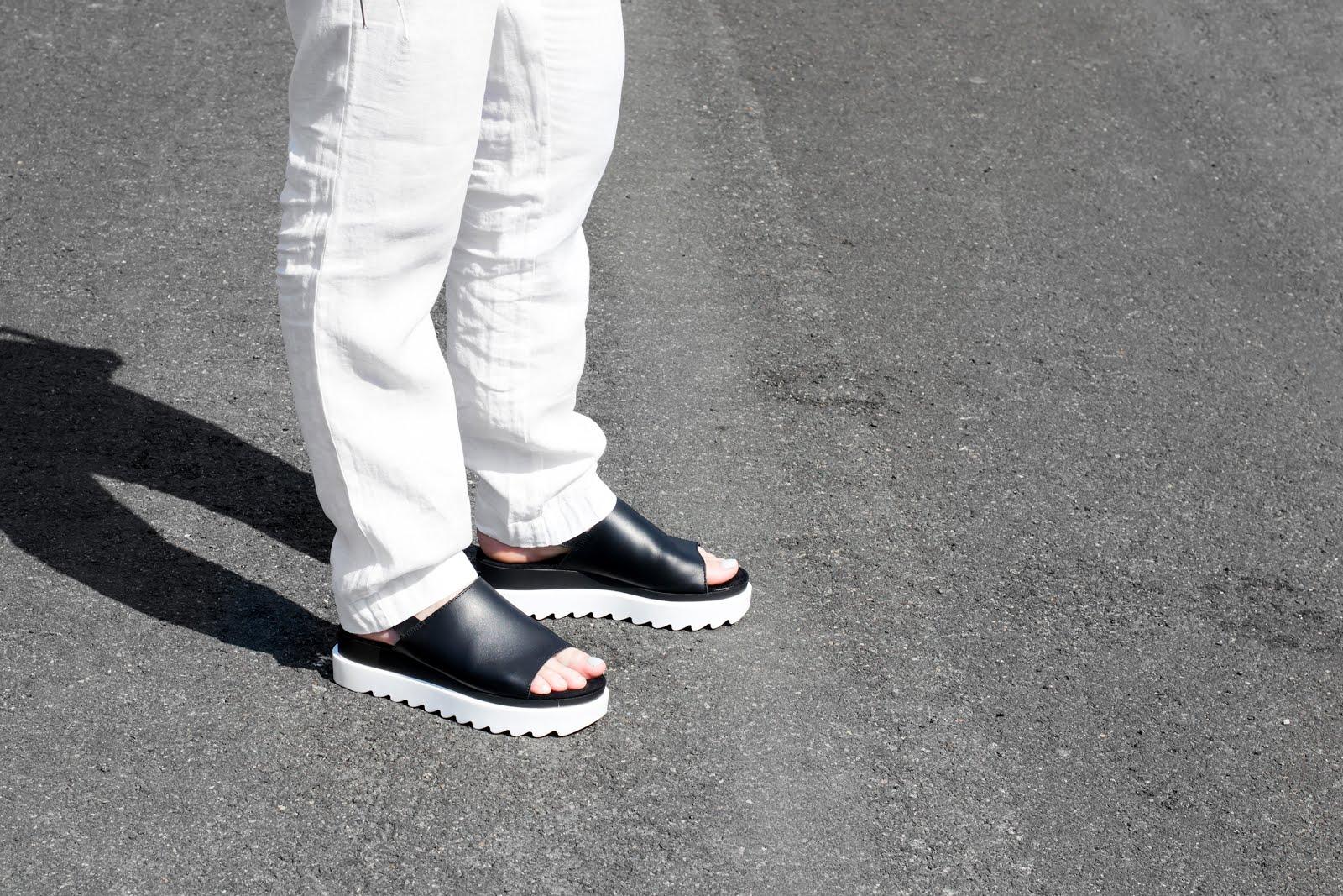 s.oliver, linen, black and white, outfit, sandals, plateau, minimalist, blogger, belium