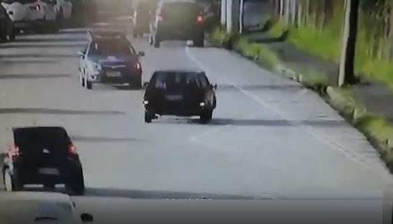 Menor tenta fugir com carro furtado na contramão e é apreendido pela Guarda Municipal de Jundiaí