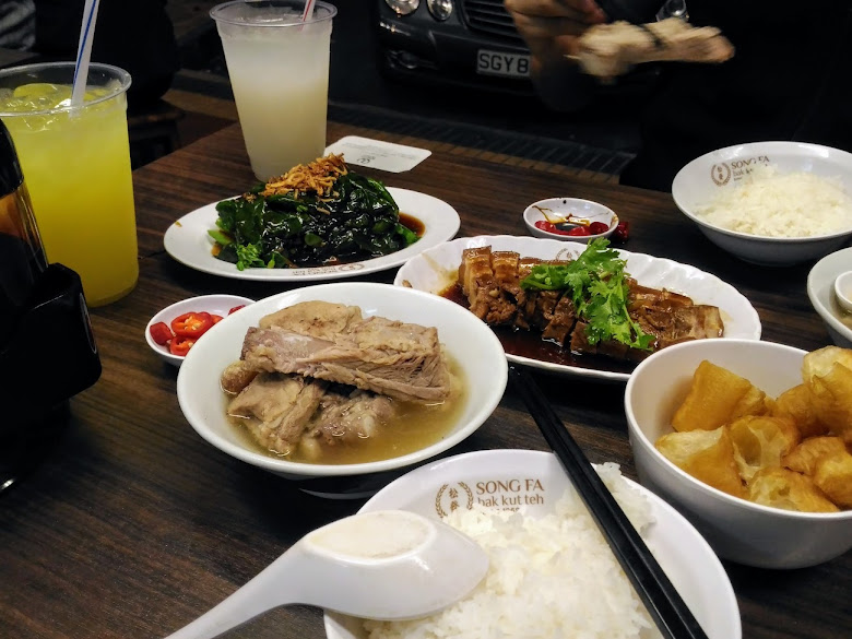 晚餐肉骨茶+小菜