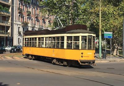 Gelbe Straßenbahn in Mailand