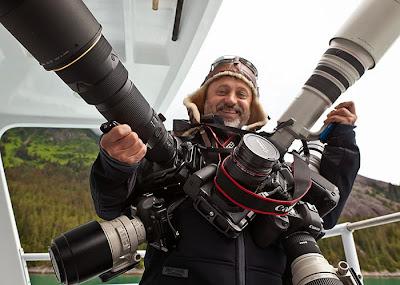 Fotógrafo con varias cámaras