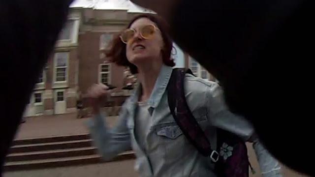 [Vídeo] Feminista agride com socos jovem que falava contra o aborto em universidade