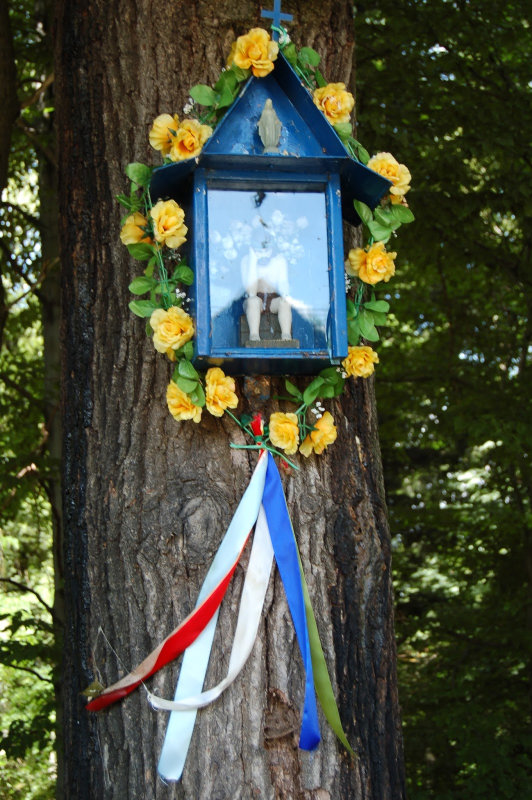 Kapliczki Beskidu Małego … niebieskim szlakiem z Wadowic na Leskowiec BESKID MAŁY