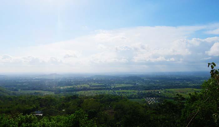 Pemandangan dari Gardu Pandang Bukit Teletubbies