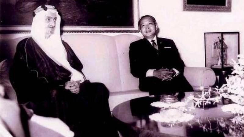 Soeharto saat menerima kunjungan Raja Faisal dari Arab Saudi