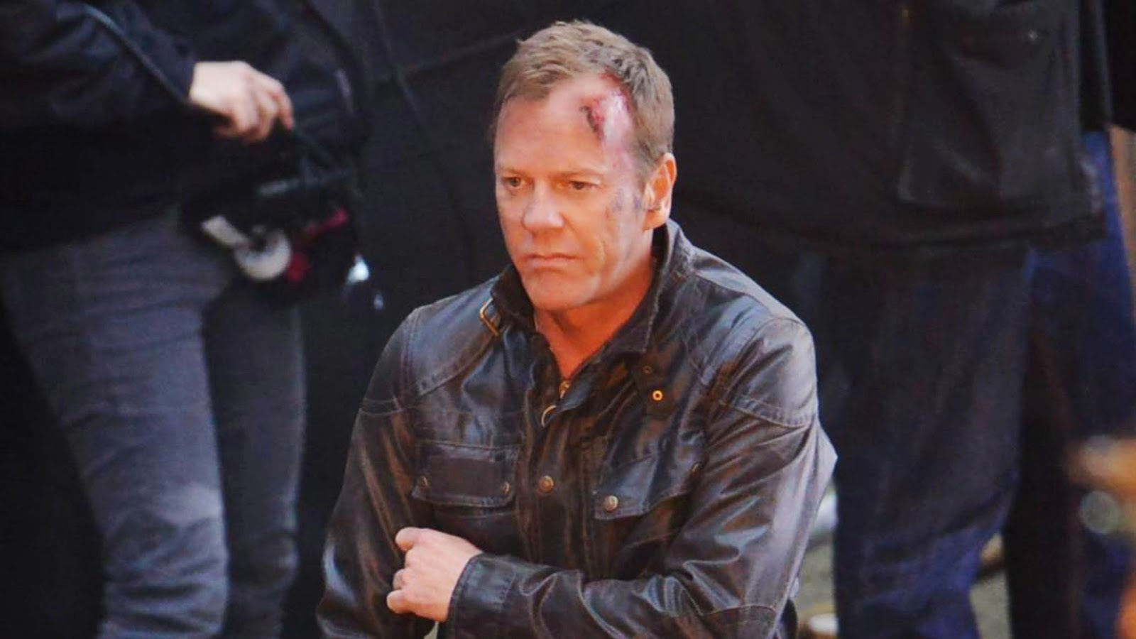 Como Jack Bauer, Kiefer Sutherland aguarda para rodar cena da nova série no  centro de Londres, na semana passada - Grosby Group 0f59bd8fdd