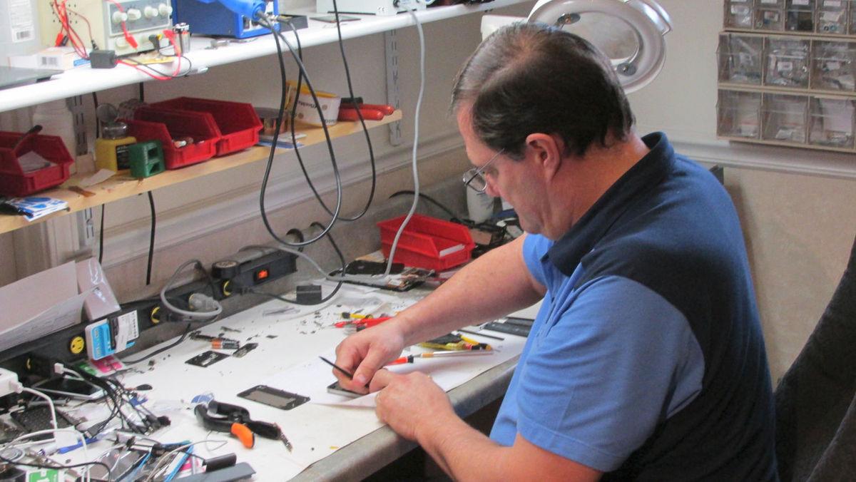 Become Iphone Repair Technician