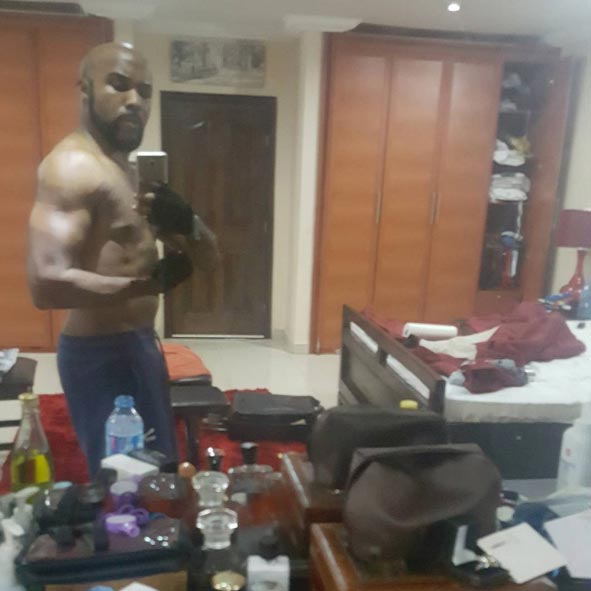 """Banky W shows up his """"upcoming"""" six packs"""
