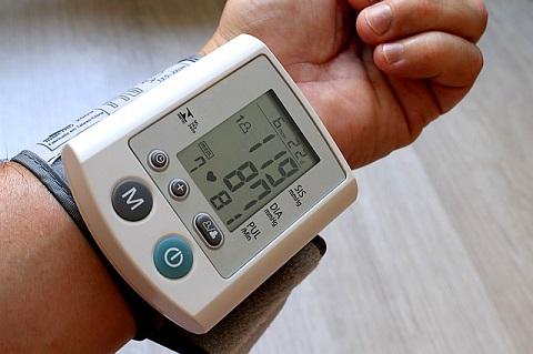 Alat Pengukur Tekanan Darah Digital