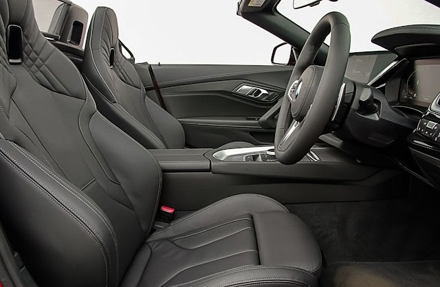 2020-BMW-Z4-sDrive30i-seats-and-interior