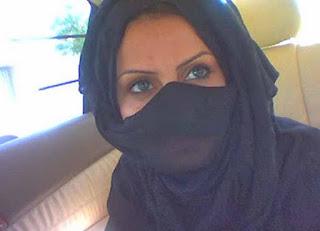 مطلقة سعودية اربعينية موظفة ترغب بالزواج فى KSA