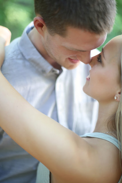 romantic engagment pictures in sioux city iowa