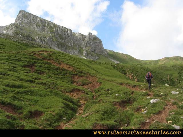 Ruta Peña Cerreos y Ubiña Pequeña: Prado a Alto Terreos