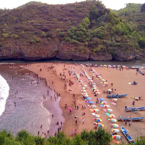 Tinuku Travel Baron Beach, Gunung Kidul, Yogyakarta