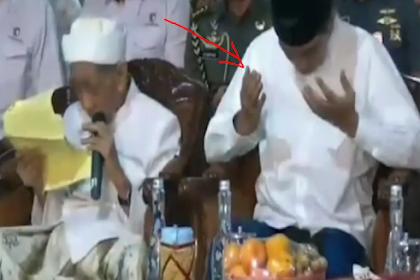 Yang Datang Jokowi, Mbah Moen Malah Doakan Prabowo