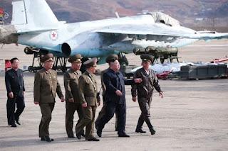 Kim Jong Un Pantau Latihan Perang Angkatan Udara Korea Utara