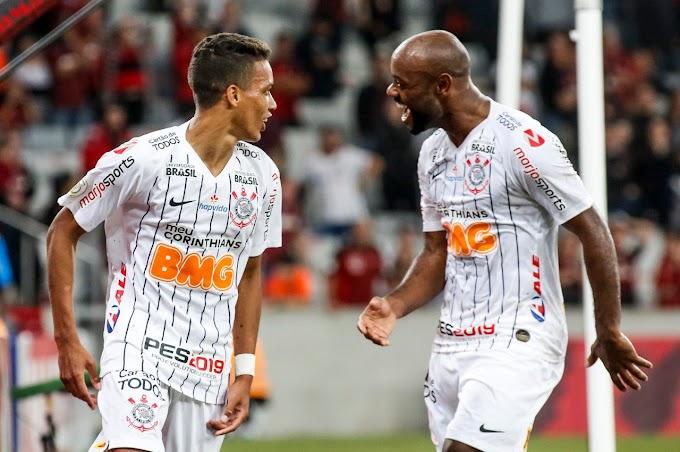 """Vitória do Corinthians faz jornalistas e rivais """"sangrarem"""" nas redes sociais; veja postagens"""