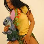 Andrea Rincon, Selena Spice Galeria 13: Hawaiana Camiseta Amarilla Foto 43