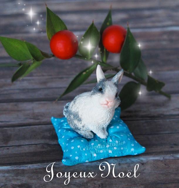 Buon Natale 2016 - Coniglietto Ritratto - Miniatura in Pasta Sintetica by Celidonia