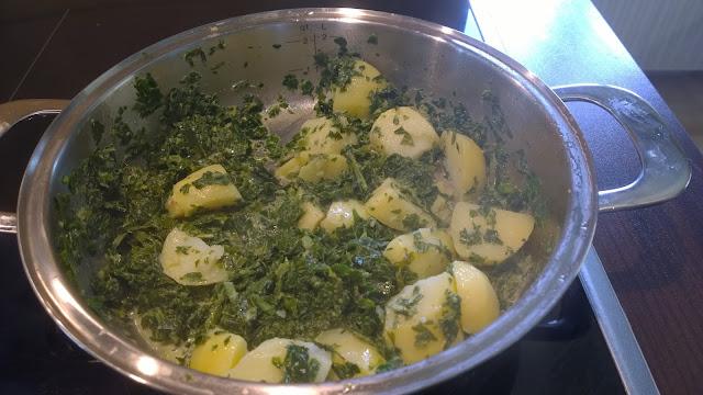 am Schluß gekochte Kartoffeln im Gemüse erhitzen (c) by Joachim Wenk