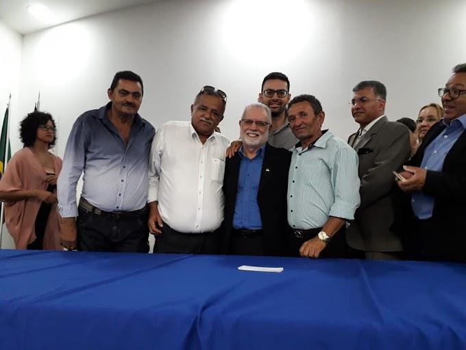 Daniel Almeida (PT) marcou presença na posse de Dilson Peixoto na Secretaria de Desenvolvimento Agrário de Pernambuco