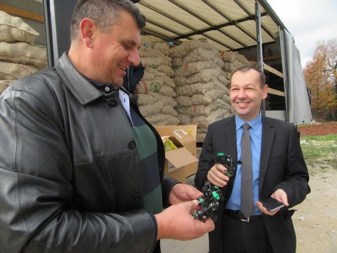 """Dodjela prskalica i sjemenskog krumpira za članove poljoprivredne zadruge """"Plodovi zemlje"""" u okviru projekta Dijaspora za razvoj"""