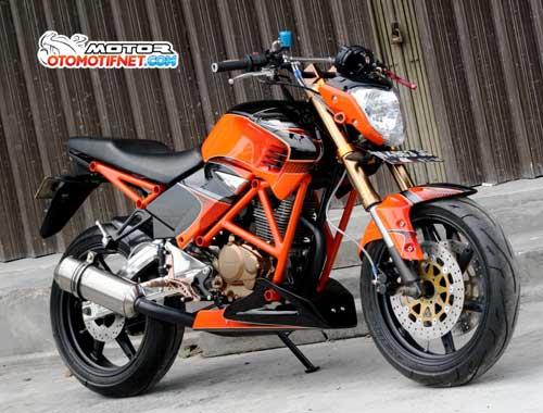 Foto Modifikasi Honda Megapro bergaya Street Fighter head lamp juga pakai bawaan Yamaha Byson dibagian tangki Tiger diberi kelir hitam dan oranye sok depan diganti model upside down pelek aftermarket dipasang sistem double cakram