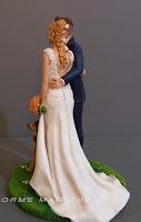 cake topper elegante sposa bionda decorazioni torta nuziale abiti veri orme magiche