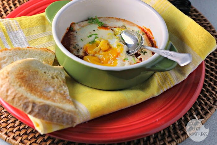 Baked Eggs in Spicy Habanero Sauce: easy and spicy baked eggs recipe