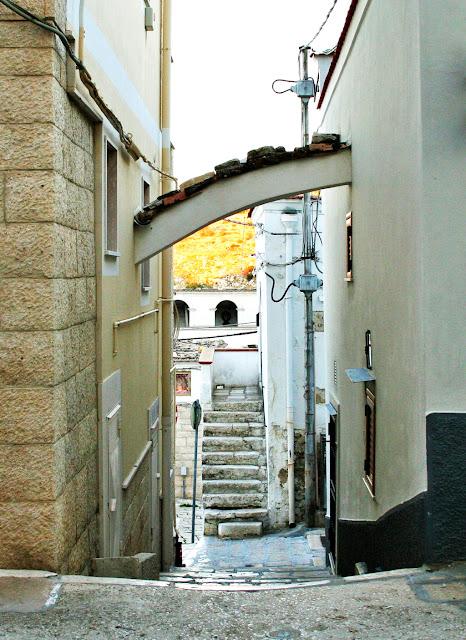 borgo antico, Minervino, borgo antico di Minervino, arco, gradini, scale, abitazioni