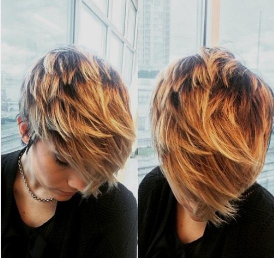 capas con tonos caramelos y rubios para condimentar aún más. ¿Quién no ama balayage en el cabello corto cuando parece tan fabuloso como en la foto?
